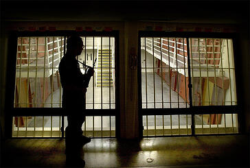 prison_guard.jpg